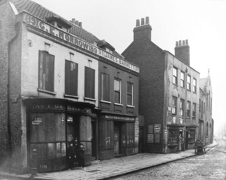 Ropemakers Fields, corner of Nightingale Lane