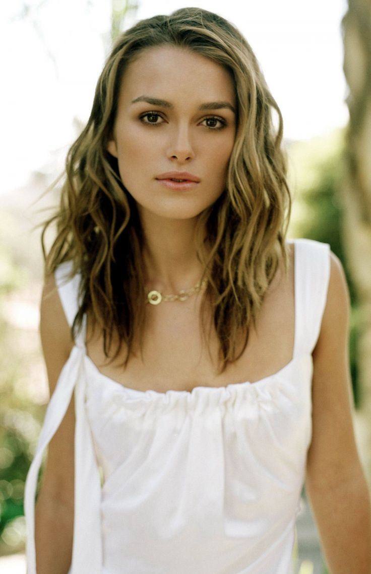 She is so pretty! And I love Pirates of the Caribbean way too much :)