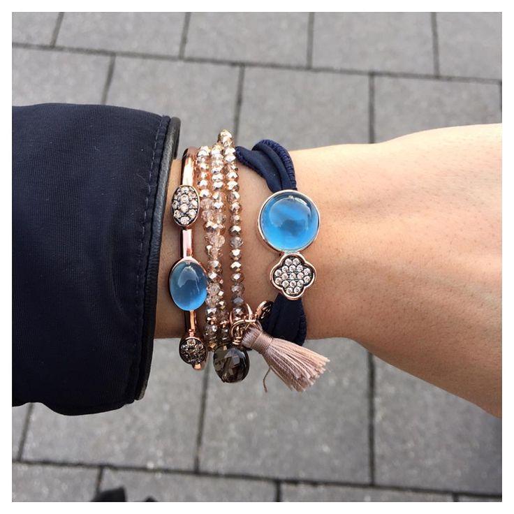 Una de nuestras combinaciones favoritas de este #2015  oro #rosa y zafiro #azul sobre base de nácar    #marinagarciajoyas #welovejewels #mixyourjewels