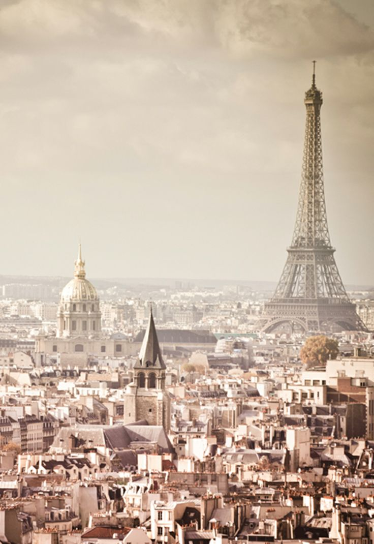 Oh la la! Nothing says romance like #Paris - a city we've fallen hard for this season. #beautiful #weddinginspiration