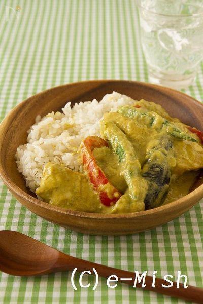【ココナッツオイル】鶏肉と夏野菜のココナッツカレー