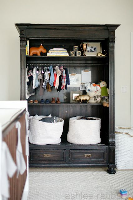 We love the storage in this piece. Great nursery from meomy.com!