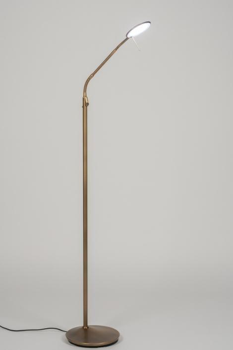 artikel 11523 Ingebouwd: 1x 6 watt led. Lichtkleur 2200 - 6000K. https://www.rietveldlicht.nl/artikel/vloerlamp-11523-modern-klassiek-eigentijds_klassiek-landelijk-rustiek-brons_roest_bruin-brons-metaal