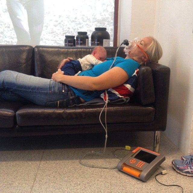 Så var bebisen helt plötsligt på magen istället för i magen! Sofie är tillbaka för ett återtest av Basalmetabolism.