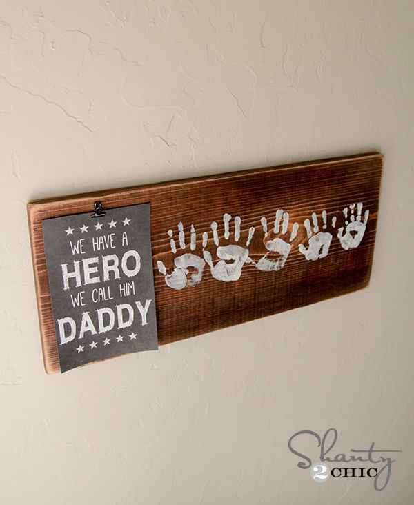 """Fathers Day Gift Free Printable-with everyone's handprint for dad...they have a printable for """"papa!"""""""