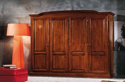 Armadio classico in stile arte povera con cimasa in legno massello