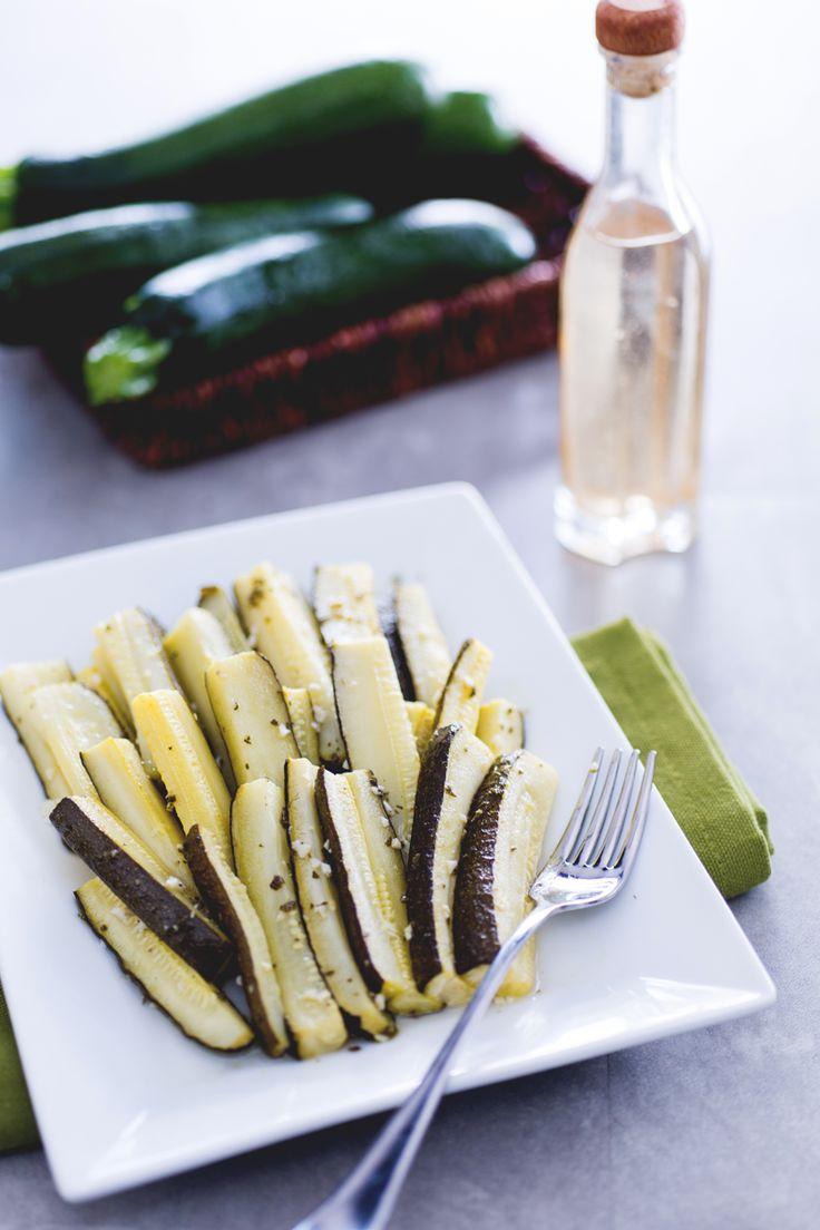 Servite le zucchine in carpione come antipasto o contorno, il loro sapore aromatico e tipicamente acidulo le renderà perfette per i vostri menù estivi!