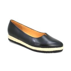 These closed toed shoes by #Gabor are a great, casual shoe for fall. Get the Gabor 44430 Mary Slip-on shoes at #TheShoeSpa today!