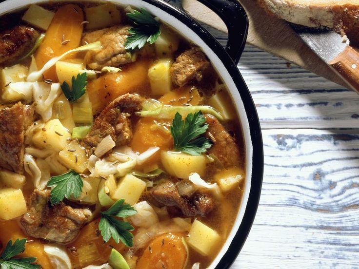Gemüse-Gulasch-Eintopf - smarter - Kalorien: 310 Kcal - Zeit: 35 Min. | eatsmarter.de