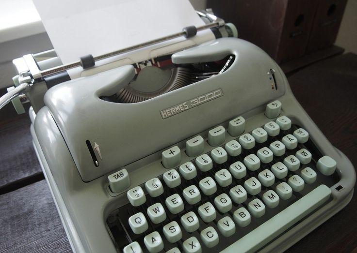 Skrivemaskine i en smuk lys grøn farve..