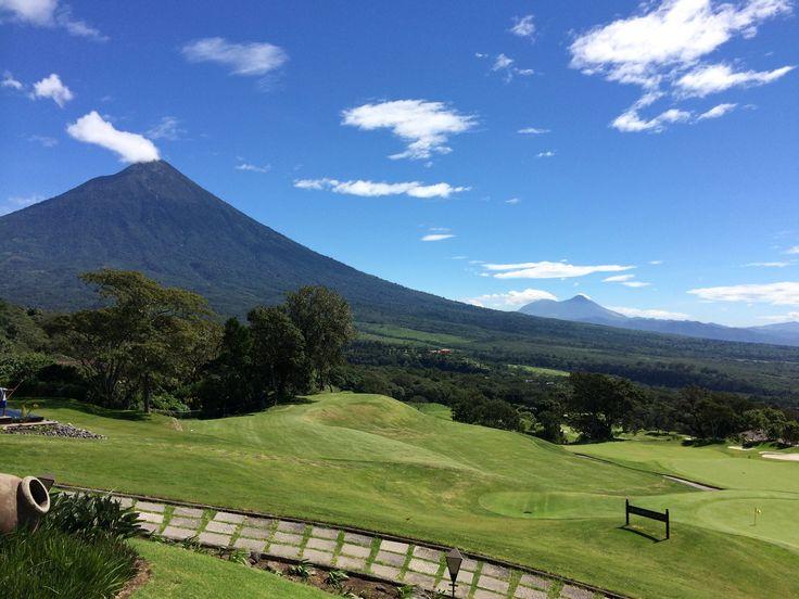 Vista Volcán de Agua desde Restaurante El Mirador #LaReuniónGolfResort