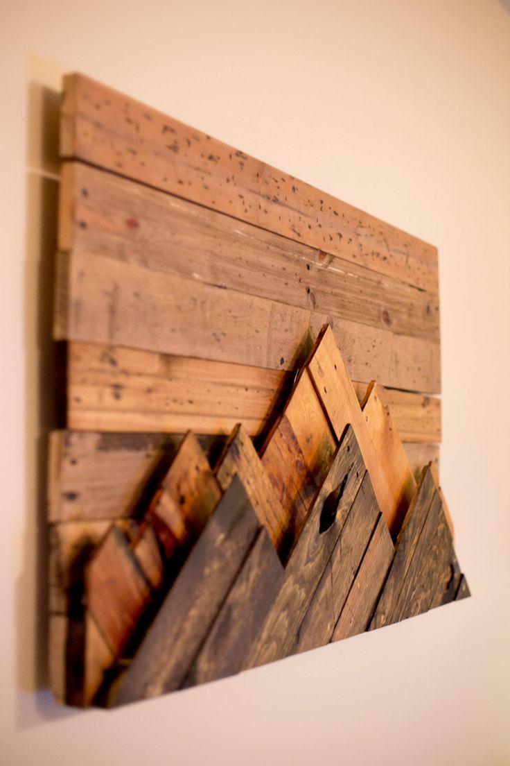Arte de pared - madera Sierra de madera Hecho a la medida o personalizar este aspecto: Obra de arte se compone de retazos de madera reciclado. Madera fue cortada a la medida y teñida con tradicionales y hechas a mano las manchas. Las pieza características dos cadenas montañosas que se distinguen unos de otros en su color base. Mayoría de la madera es madera de palet y varía de roble, pino, aliso y Álamo. La cordillera frontal se tiñe de un color más oscuro y luego la segunda gama de la…