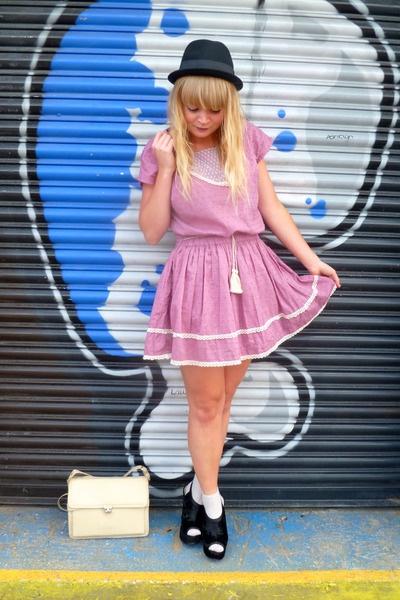Pink-dahlia-dress-nude-vintage-jane-shilton-bag-black-velvet-next-wedges