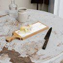 """LEGNO E MARMO Due materiali naturali per eccellenza ideali in cucina. Come dice Irene Berni di Valdirose """"si compensano a vicenda con il calore e la rusticità del legno e l'eleganza e purezza del marmo"""".  Perfetti anche nella versione Tagliere con legno di olmo e marmo bianco statuario. Vai al post: http://ireneberni.com/journal/2017/3/21/c3mw6splsmpg038kmxgyymu72gtoak"""