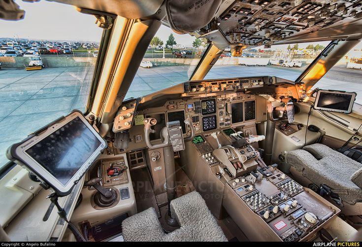 FedEx Federal Express Boeing 75728AF N969FD c/n 28614