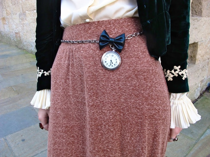 how cool does the watch waist-belt looks!!