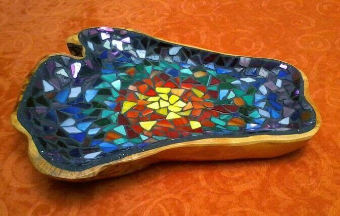 Bandeja decorada con mosaicos