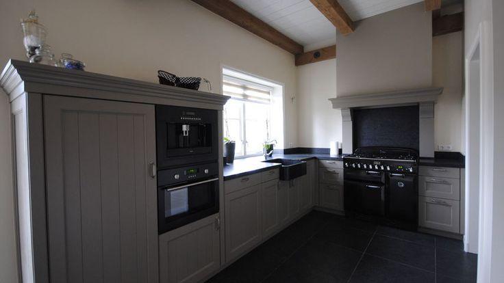 Meer dan 1000 idee n over grijze keukenkastjes op pinterest grijze keukens grijs keukens en - Kleur grijze taupe ...