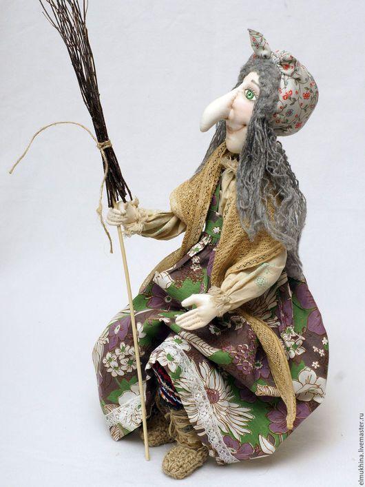 Баба Яга. Текстильная Баба Яга. Коллекционная кукла Баба Яга. Интерьерная кукла. Недорого. Недорогой подарок. Купить бабу Ягу. Купить куклу Баба Яга. Бабка Ёжка. Баба Яга с метлой. Ручная работа.