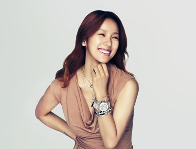 Behind the scenes with Lee Hyori for Swarovski.     Swarovski's reasons for choosing Hyori was due to her sexy and confident image, as well as her influential social activities for the protection of animals.    Hyori will begin her modeling activities for Swarovski starting with a pictorial for Swarovski's 'Swan Day' on July 22nd.
