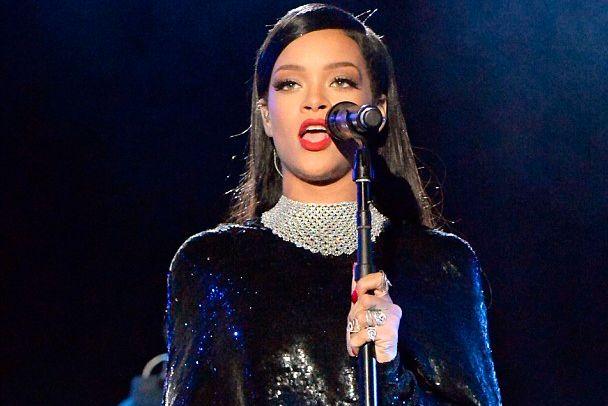 """Vídeo: Rihanna canta """"Diamonds"""" e """"Stay"""" em especial da HBO - http://metropolitanafm.uol.com.br/musicas/video-rihanna-canta-diamonds-e-stay-em-especial-da-hbo"""