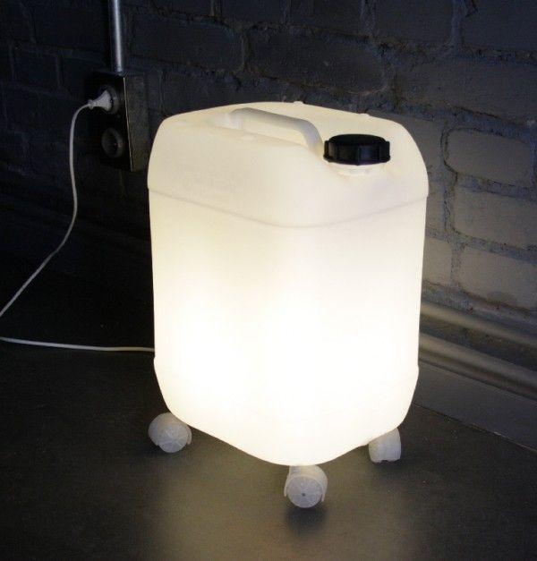 Garrafa de plástico convertida en lámpara