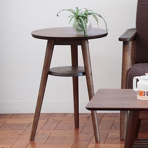 直径40cmのコンパクトな天板が使いやすいサイドテーブル。ソファの横やベッドの枕元などさまざまなシーンで活躍。