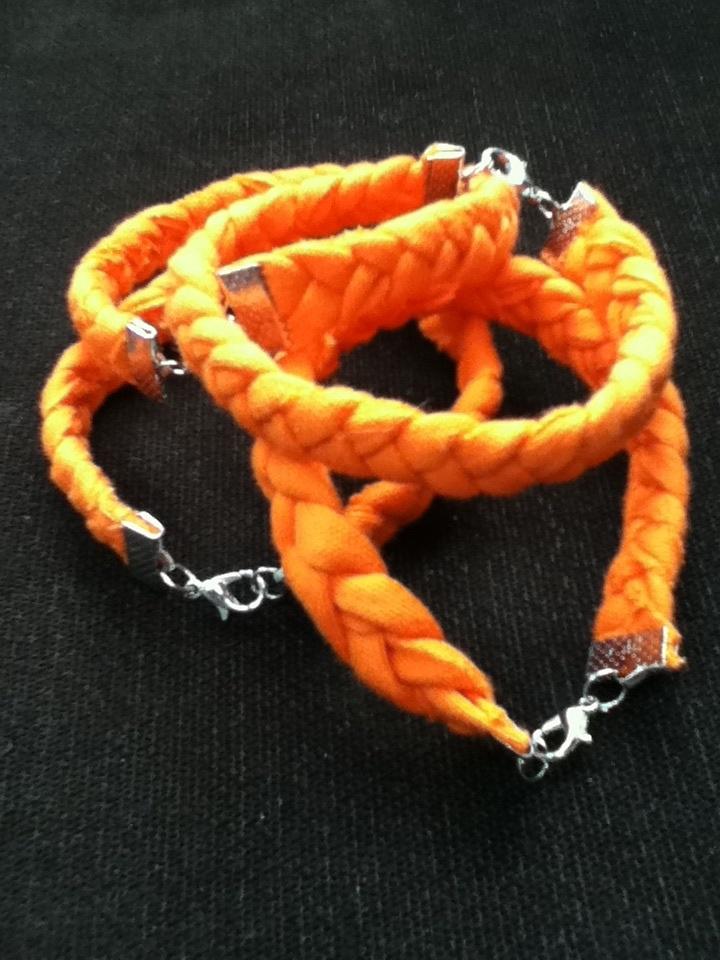 Vrolijk gevlochten armbanden:  Koninginnedag