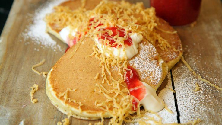 Det er størrelsen det kommer an på. Lapper eller sveler kan kalles luftige pannekaker. Oppskriften med kefir og natron er fra Lise Finckenhagen.