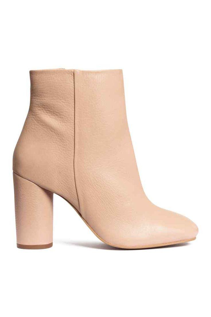 Stivaletti in pelle: PREMIUM QUALITY. Stivaletti alla caviglia in pelle con tacco cilindrico rivestito. Cerniera laterale. Tacco 9 cm. Suola in gomma.