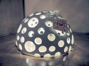 <p>Hallo ihr Lieben, inspiriert von wunderschönen aber auch sehr teuren Keramikkugeln auf dem Weihnachts-markt habe ich heute dieses DIY für euch – eine Löcherhalbkugel mit kleinem Lichteffekt;) Ihr braucht: Einen Plastikball in eurer Wunschgröße – zum Beispiel diesen Ball von amazon.de FIMO Air Basic Modelliermasse – bekommt ihr hieroder in …</p>
