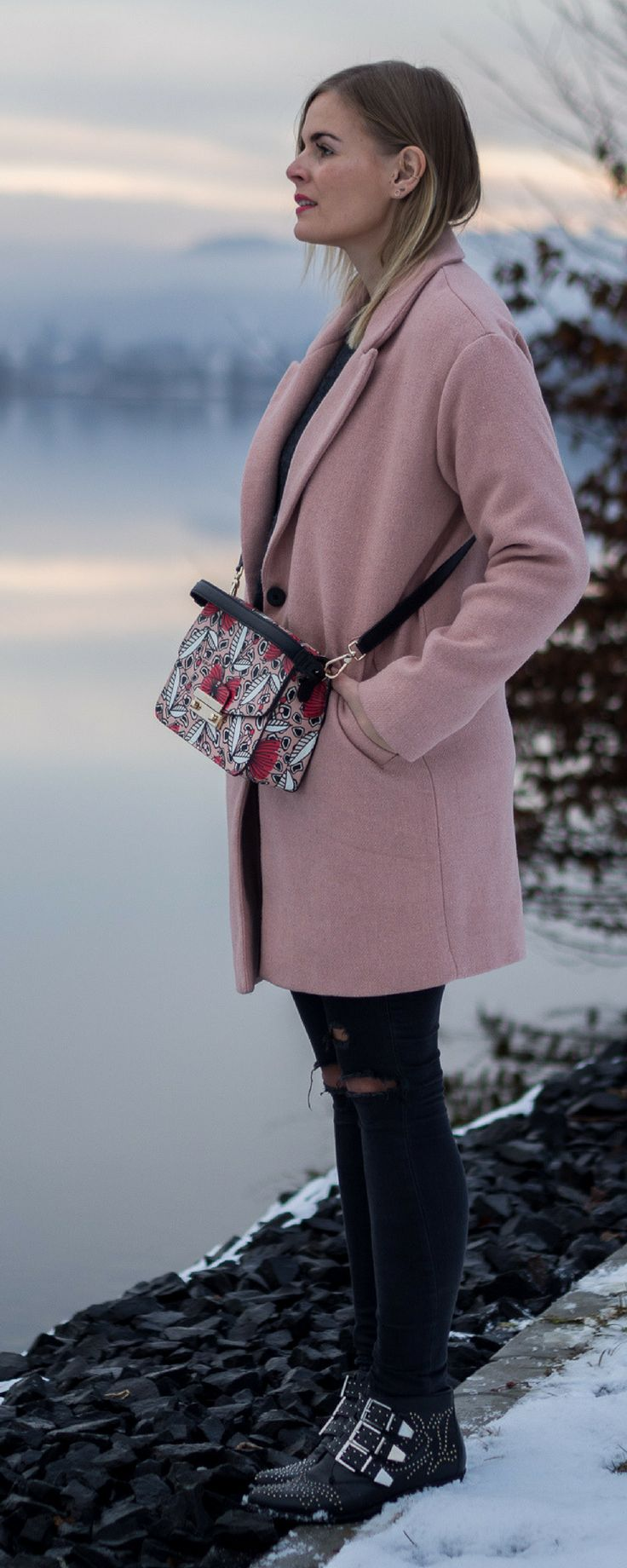 Street Style, Wintermantel, Furla Tasche, Boots, Fashion, Outfit, Blogger, Damen, Wolle