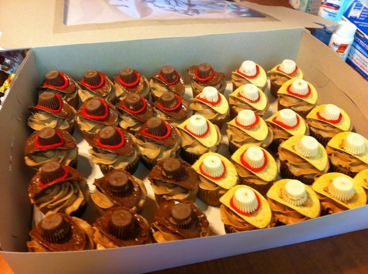 Cowboy hat cupcakes, Pringles & Reese's cups.