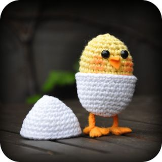 Crochet pattern Chick in egg on legs