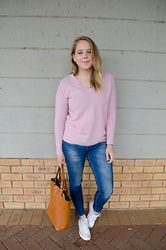 Gisele L - Trenery Sweater, Zara Jeans, Woolworths Tote, Converse Sneakers - Cashmere
