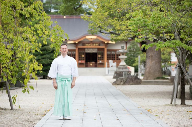 Austrian-born Florian Wiltschko is a Shintō priest who has been interested in Japan from a young age. He notes that there is great wisdom in the Shintō approach to life that can help us return to a state of divine innocence.