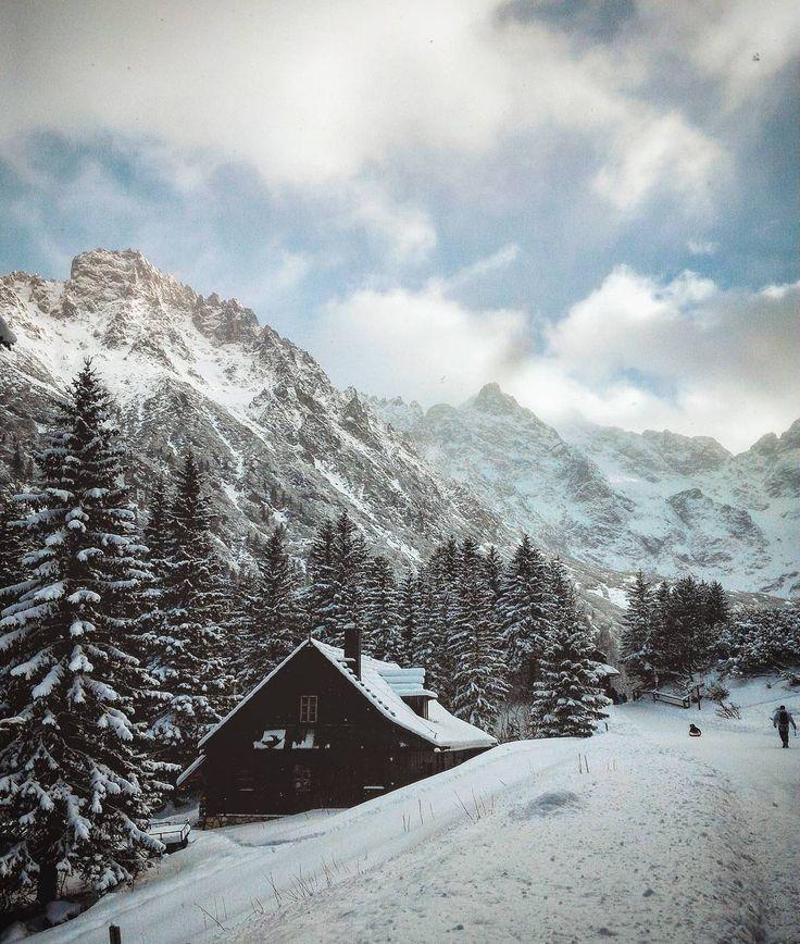 ⭐waiting for snow⭐ dzis w Augustowie troche sypalo,ale tyle co nic...w Warszawie tez nic...ale widzialam na Waszych zdjeciach,ze poludnie Polski biale...kto ma snieg? (Foto to nasza zeszloroczna droga na Morskie Oko) #polska🇵🇱 #marideko #lastyear #trip #morskie_oko #poland #polskajestpiekna #snow #mountains #naturelover #winter #zima #landscape #lifefolktakeover