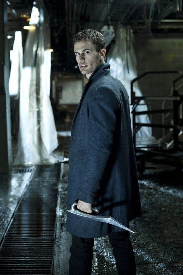 Theo James in Underworld: Awakening -my first glimpse of this hottie and now he was in Divergent / yum!