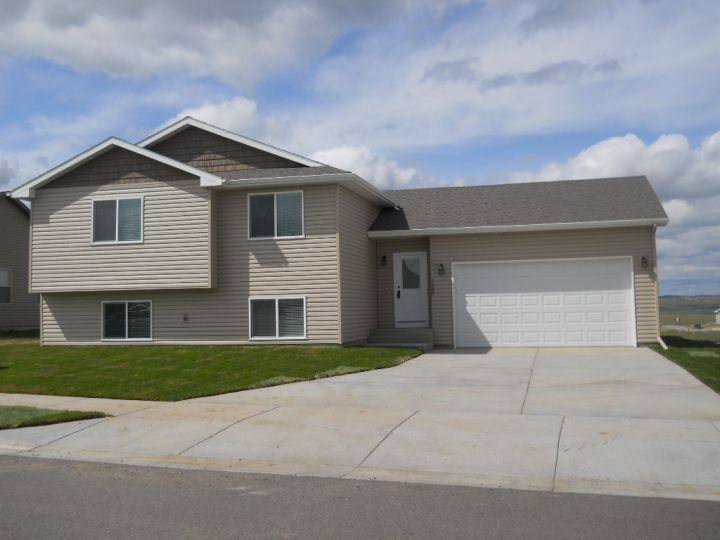 Heights 4 Bdrm 3 Bath House w  Double Garage   Billings MT Rentals   New. 1573 best Houses for rent in Billings MT images on Pinterest