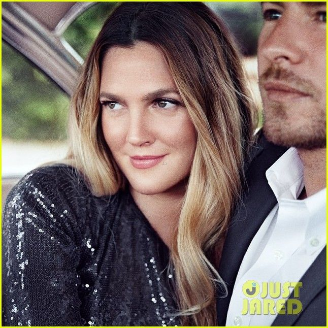 drew barrymore shares spotlight with olive will kopelman fragrance ads 02 Drew Barrymore totally shines alongside her daughter Olive, 2 and husband Will Kopelman in these new advertisement campaigns for her Flower Beauty fragrances.  …