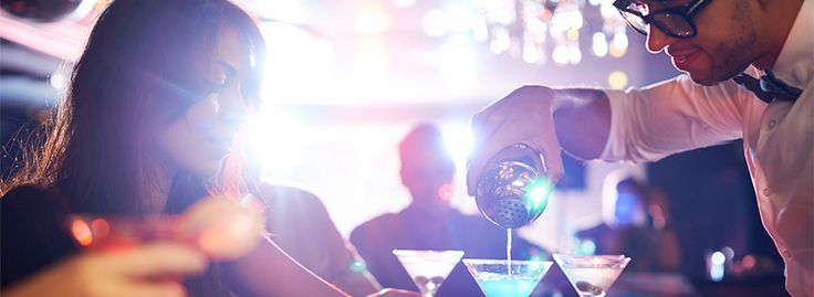 6 Ways to Keep Bar Lines Moving at Your Nightclub