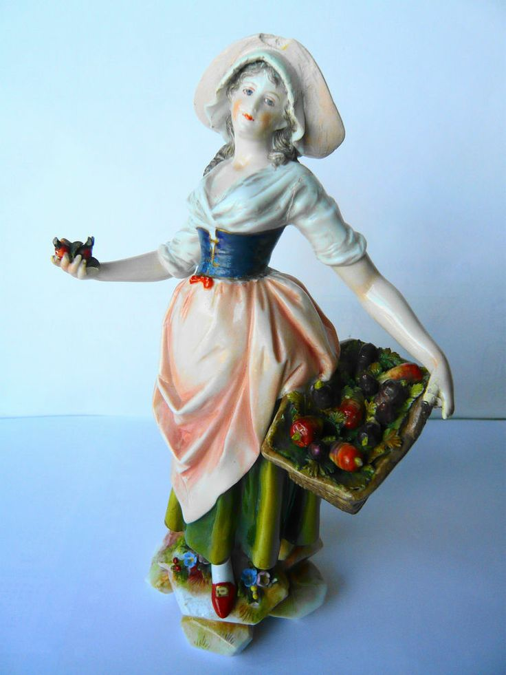 ANTIQUE VOLKSTEDT-RUDOLSTADT porcelain Ladys figurine