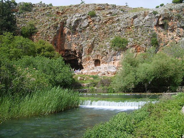 In 1177, King Baldwin IV laid siege to Banias and again the crusader forces withdrew after receiving tribute from Samsan al-Din Ajuk, the Governor of Banias.