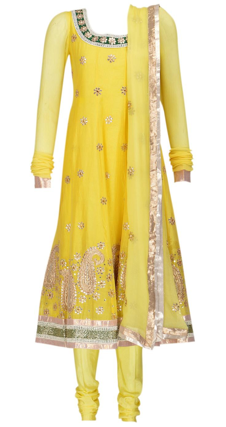 Chandra kurta set by PANKAJ AND NIDHI. Shop at https://www.perniaspopupshop.com/sweet-spot/pankaj-and-nidhi