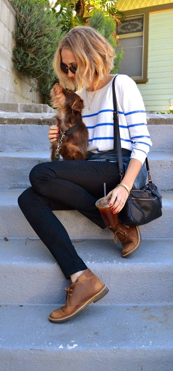 Cute outfit combining desert boots and a more classic top. I like both of these styles and I'm glad that they can work together.