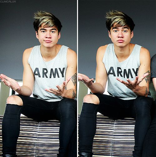 Is it just me or does anybody agree with me saying that Calum looks EXTREMELY hot in this picture. Thats my opinion.