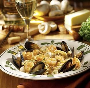 Copycat Olive Garden Seafood Portofino from Food.com:   								I love, love, love this Olive Garden entree!  The sauce is definitely not healthy, but it's delicious!