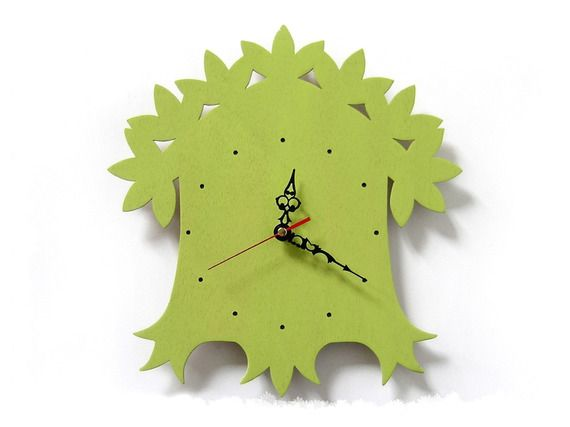 Horloge arbre feuillu - Vert olive - En bois chantourné : Décorations murales par lapoissonnerie