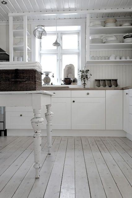Vintage Interior Kitchen ... Again · EinfachWeißes Häuschen KüchenKleine ...