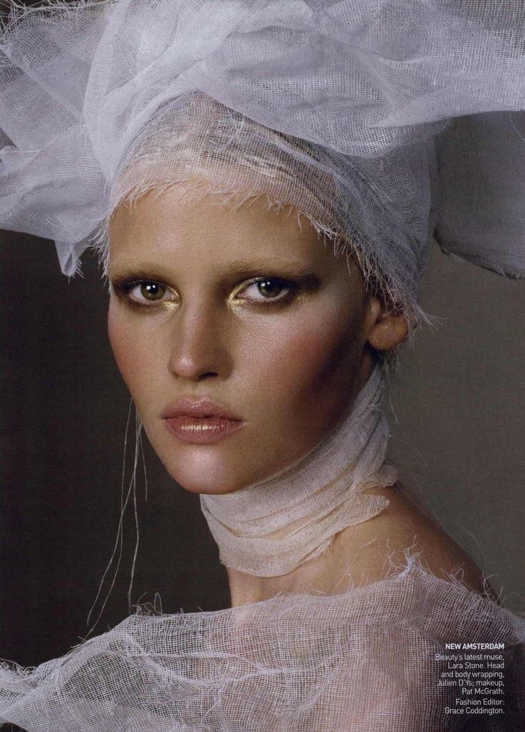 House of Holland Vogue, March 2010 Photographer: Steven Meisel Model: Lara Stone